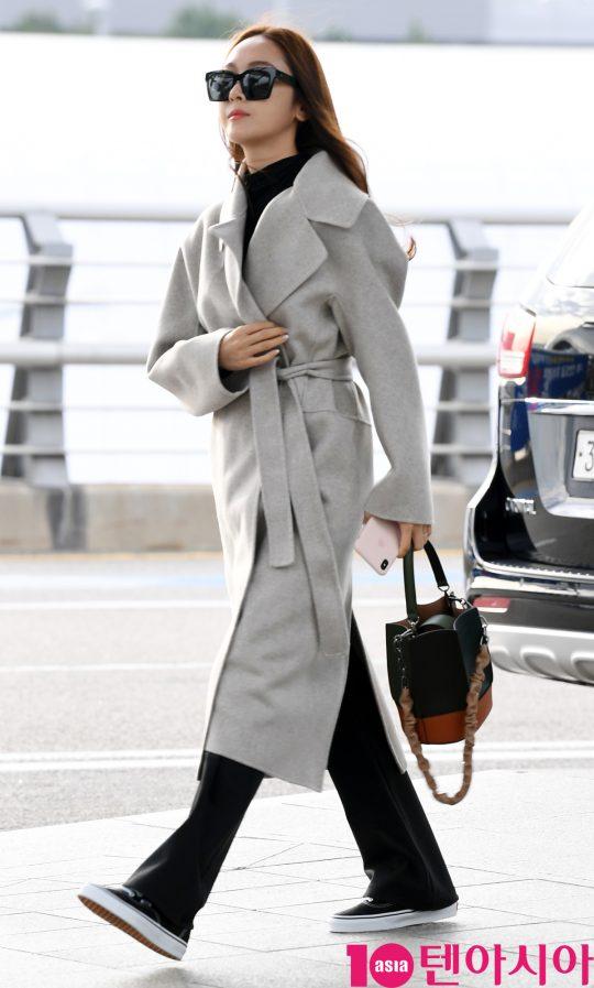 가수 제시카가 18일 오전 프로모션 참석차 인천국제공항을 통해 대만으로 출국하고 있다.