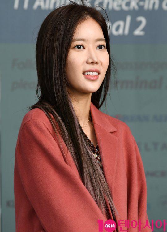 배우 임수향이 18일 오전 화보 촬영차 인천국제공항을 통해 태국으로 출국하고 있다.
