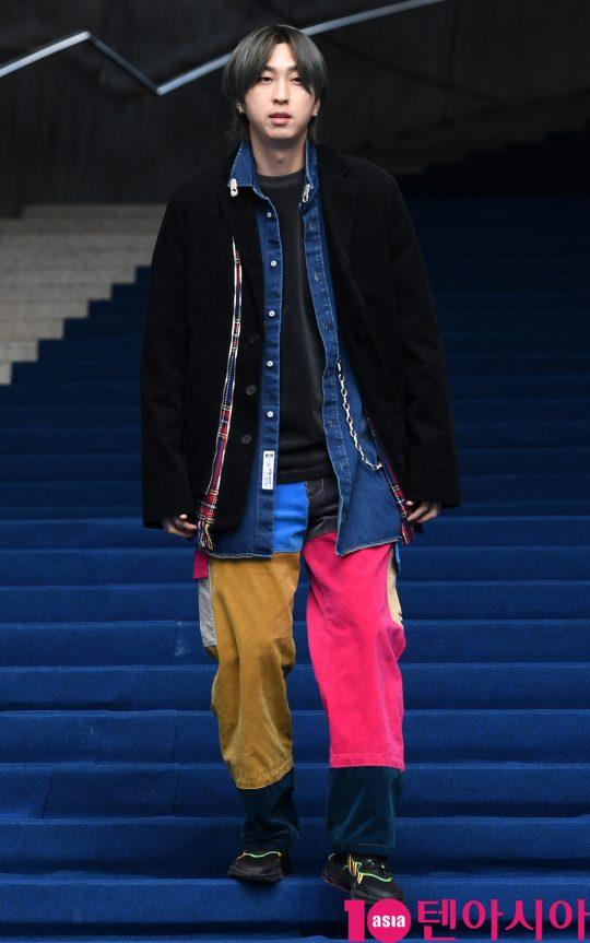 가수 슬리피가 18일 오후 서울 동대문디자인플라자에서 열린 '2020 S/S 서울패션위크' 유저 컬렉션에 참석하고 있다.