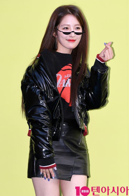 포미닛 지현이 18일 오후 서울 동대문디자인플라자에서 열린 '2020 S/S 서울패션위크' 디앤티도트 컬렉션에 참석하고 있다.