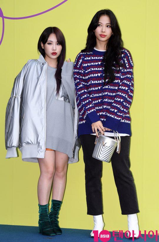 박지민과 류원이 18일 오후 서울 동대문디자인플라자에서 열린 '2020 S/S 서울패션위크' 디앤티도트 컬렉션에 참석하고 있다.
