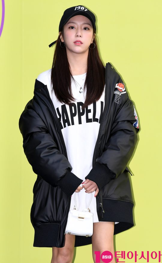 쥬얼리 예원이 18일 오후 서울 동대문디자인플라자에서 열린 '2020 S/S 서울패션위크' 디앤티도트 컬렉션에 참석하고 있다.