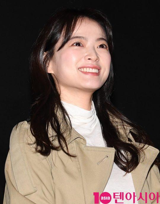배우 천우희가 19일 오후 서울 강남구 삼성동 메가박스 코엑스에서 열린 영화 '버티고' 무대인사에 참석하고 있다.