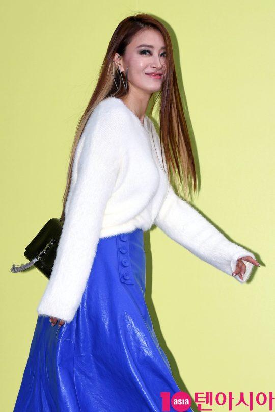 황보가 18일 오후 서울 동대문디자인플라자에서 열린 '2020 S/S 서울패션위크' 듀이듀이 컬렉션에 참석하고 있다.