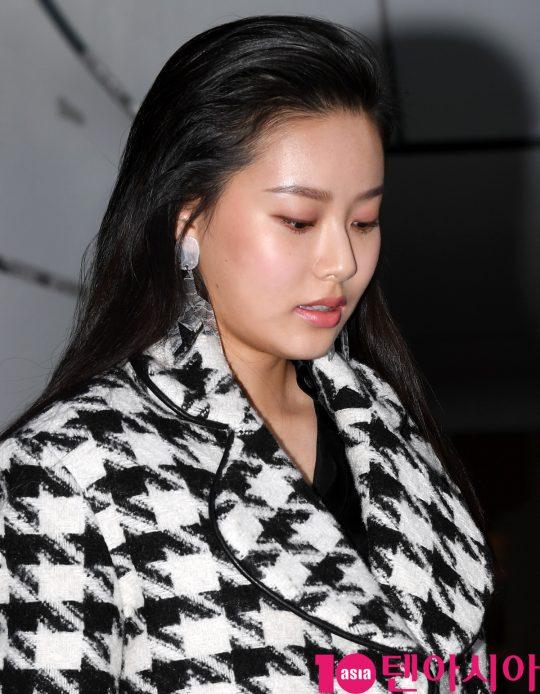 배우 박유나가 18일 오후 서울 동대문디자인플라자에서 열린 '2020 S/S 서울패션위크' 듀이듀이 컬렉션에 참석하고 있다.