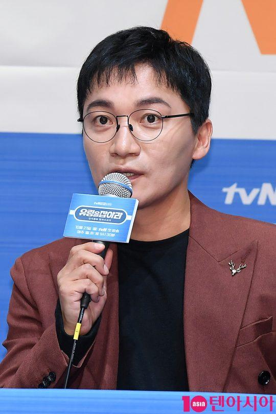 배우 조재윤이 21일 오후 서울 신도림동 라마다호텔에서 열린 tvN 드라마 '유령을 잡아라' 제작발표회에 참석해 인사말을 하고 있다.