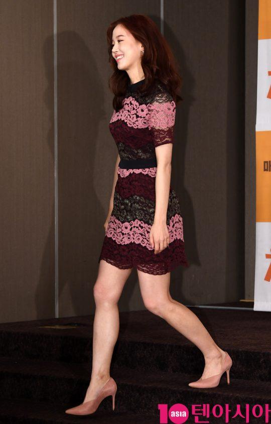 강한나가 22일 오후 서울 여의도 켄싱턴호텔에서 열린 Olive '치킨로드' 기자간담회에 참석하고 있다.