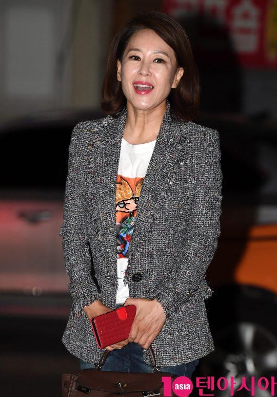 배우 차화연이 22일 오후 서울 여의도 한 음식점에서 열린 MBC 주말드라마 '황금정원' 종방연에 참석하고 있다.