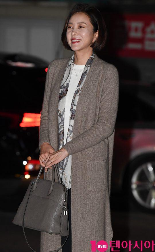 배우 조미령이 22일 오후 서울 여의도 한 음식점에서 열린 MBC 주말드라마 '황금정원' 종방연에 참석하고 있다.