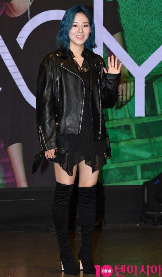 가수 해디(HEDY)가 23일 오후 서울 마포구 서교동 JDB SQUARE에서 열린 첫 번째 미니앨범 '포션 포 해디(PORTION FOR HEDY)' 발매기념 쇼케이스에 참석하고 있다.