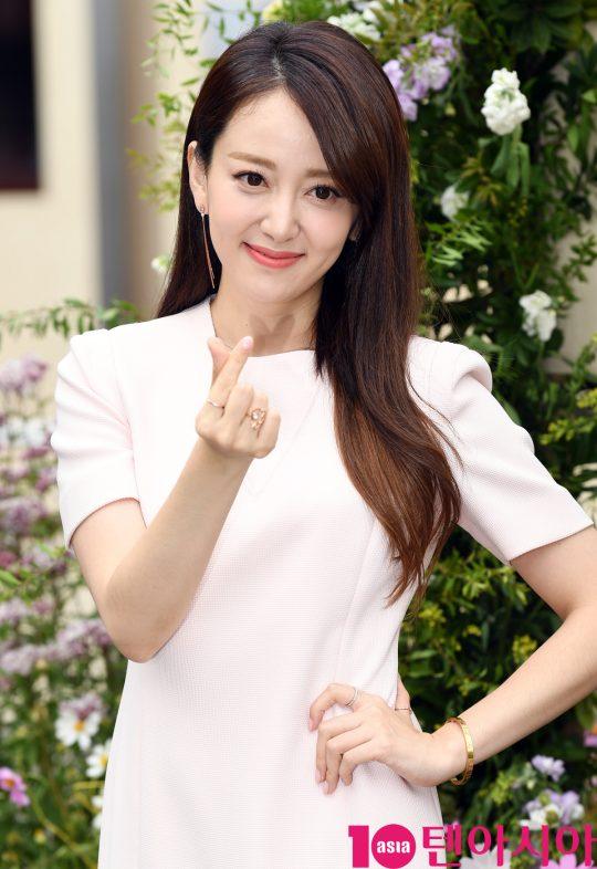 배우 이세은이 23일 오후 서울 종로구 스위스 대사관에서 진행된 스위스 뷰티 브랜드 WELEDA(벨레다) 포토콜 행사에 참석하고 있다.