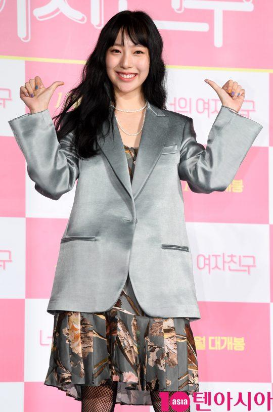 배우 이진이가 24일 오전 서울 자양동 롯데시네마 건대입구점에서 열린 영화 '너의 여자친구' 제작보고회에 참석하고 있다.