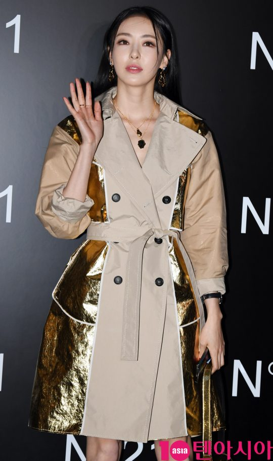 배우 이다희가 24일 오후 서울 청담동 N°21 청담 플래그십 스토어에서 열린 넘버21의 포토콜 행사에 참석하고 있다.
