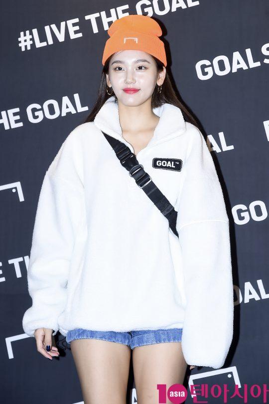 모델 심소영이 26일 오후 서울 강남구 골스튜디오 가로수길 플래그십 스토어에서 열린 앰버서더 지브릴시세 내한 기념 'LIVE THE GOAL PARTY' 포토행사에 참석하고 있다.