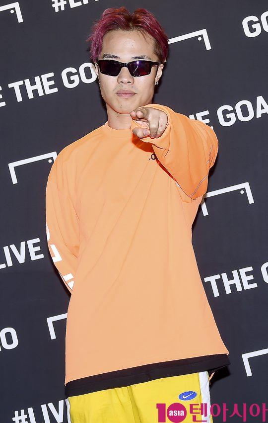 래퍼 머쉬베놈이 26일 오후 서울 강남구 골스튜디오 가로수길 플래그십 스토어에서 열린 앰버서더 지브릴시세 내한 기념 'LIVE THE GOAL PARTY' 포토행사에 참석하고 있다.