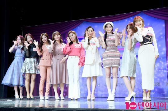 가수 박성연(왼쪽부터), 숙행, 정다경, 정미애, 송가인, 홍자, 두리, 김소유, 하유비