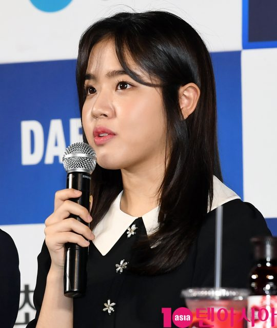 배우 김향기가 28일 오후 서울 영등포구 CGV여의도에서 열린 제 40회 청룡영화상 핸드프린팅에 참석하고 있다.