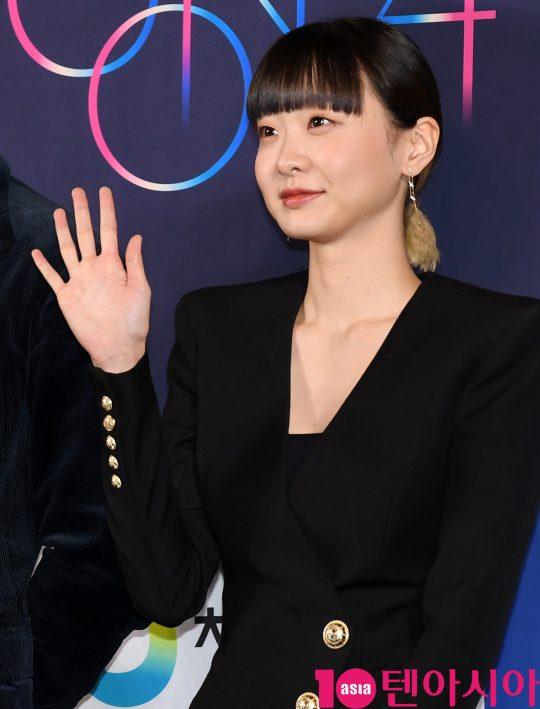 배우 김다미가 28일 오후 서울 영등포구 CGV여의도에서 열린 제 40회 청룡영화상 핸드프린팅에 참석하고 있다.