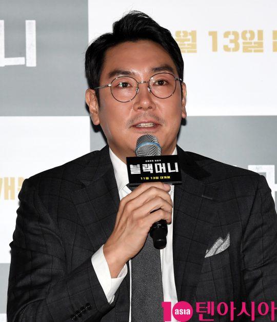 배우 조진웅이 28일 오후 서울 한강로3가 CGV 용산아이파크몰점에서 열린 영화 '블랙머니' 언론시사회에 참석하고 있다.