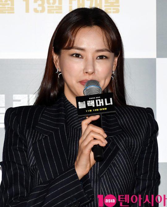배우 이하늬가 28일 오후 서울 한강로 CGV 용산아이파크몰에서 열린 영화 '블랙머니' 언론배급시사회에 참석했다. /조준원 기자 wizard333@