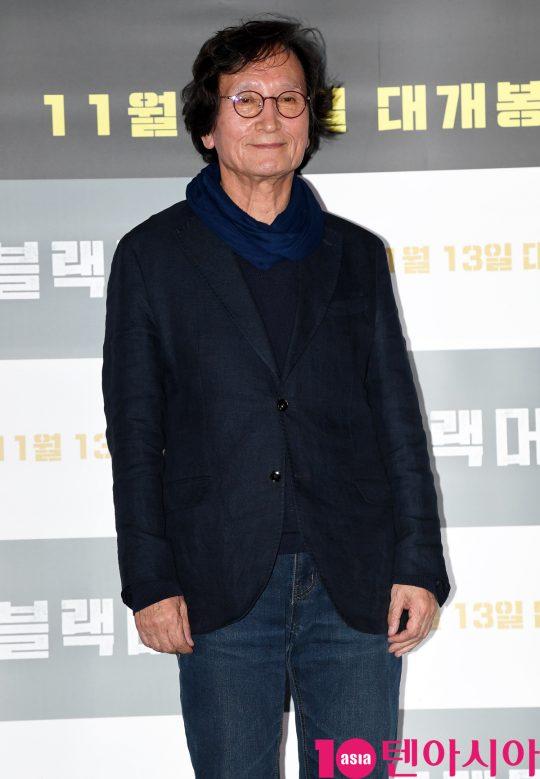 정지영 감독이 28일 오후 서울 한강로3가 CGV 용산아이파크몰점에서 열린 영화 '블랙머니' 언론시사회에 참석하고 있다.
