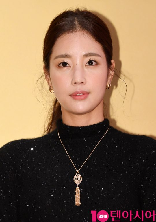 배우 기은세가 29일 오후 서울 잠원동 서울웨이브에서 열린 불가리, 새로운 아이코닉 워치 '세르펜티 세두토리' 런칭 행사에 참석하고 있다.