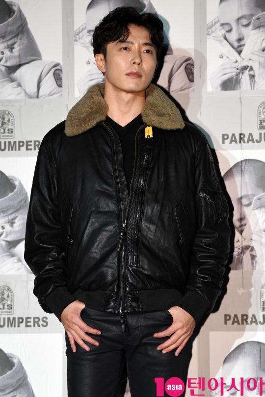 배우 김재욱이 30일 오후 서울 성동구 성수동 레이어57에서 열린 파라점퍼스, 19FW 프레젠테이션 개최 기념 포토월 행사에 참석하고 있다.