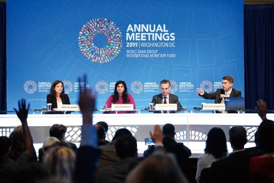 IMF, 한국 경제성장률 2.0%로 하향 조정