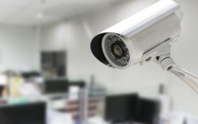 """아이만 두고 술자리 나온 부부 """"CCTV 있으니…"""""""