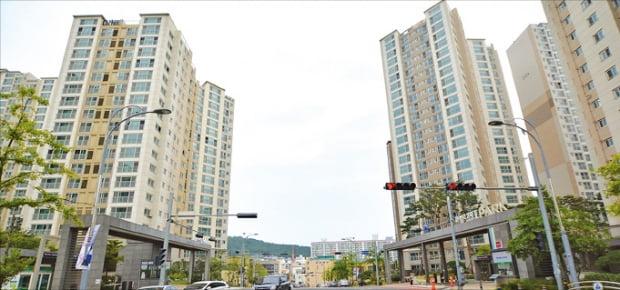 울산에서 매매가격이 가장 높은 아파트로 꼽히는 신정동 '문수로2차아이파크'. 지난달 초 전용면적 101㎡가 신고가를 기록하며 실거래됐다.  한경DB