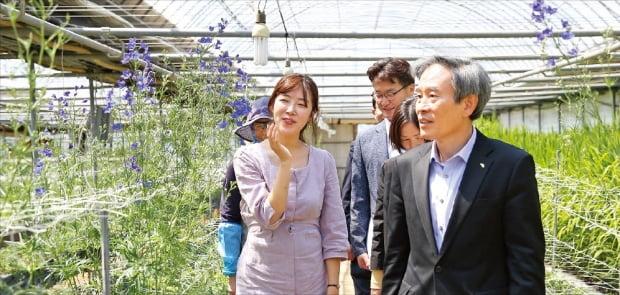 한국서부발전은 충남 태안지역의 화훼농가를 지원하기 위해 꽃을 활용한 원예치료 등 'WP 소셜플라워 사업'을 추진하고 있다.   한국서부발전 제공
