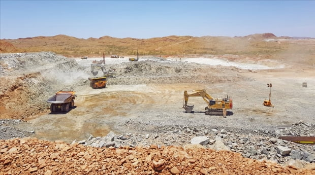 포스코는 2차전지(배터리) 사업 경쟁력 강화를 위해 리튬 확보에 나섰다. 포스코가 리튬 정광을 구매키로 한 호주 필바라미네랄스 광산.  포스코  제공