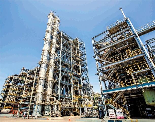 충남 서산에 있는 KCC 대죽2공장. 국내에서 유일하게 유기실리콘 원료부터 제품까지 일괄 생산하고 있다.   KCC 제공