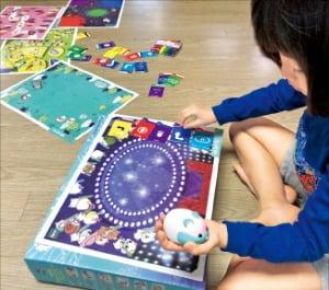 [문혜정의 핫템, 잇템] 아이 명령에 움직이게 프로그램…놀면서 코딩의 기본원리 깨우쳐