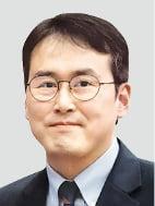 """""""수사대상인 이인걸 변호사…조국 일가 변호는 부적절"""""""