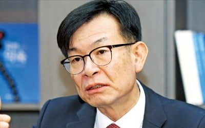 """""""경제 폭망했다"""" 비판에 김상조 반응이…"""