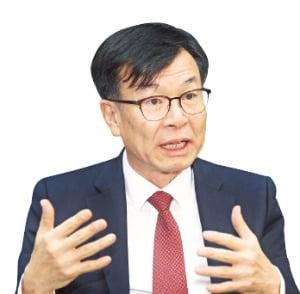 """""""나는 '양손잡이' 경제학자…김상조 진면목 보여줄 것"""""""