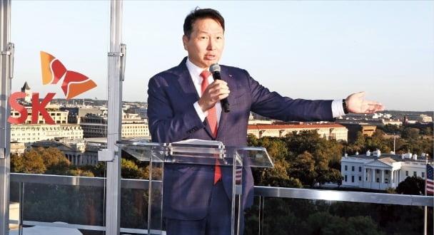 지난 9월 20일 미국 워싱턴DC에서 열린 'SK의 밤' 행사에서 최태원 SK그룹 회장이 연설하고 있다.  SK그룹 제공