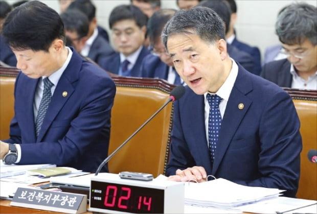 21일 국회 국정감사에서 답변하고 있는 박능후 보건복지부 장관.  /연합뉴스