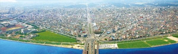 철의 도시 포항이 침체된 도시 경쟁력을 활성화하는 해법을 바이오 에너지 나노 2차전지 등 미래 신산업을 집적화한 국가전략특구 조성에서 찾고 있다. 포항시 제공