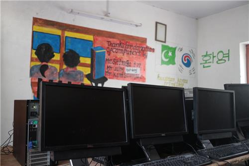 '한국 형아'들이 만들어준 히말라야 산골학교 '컴퓨터 교실'