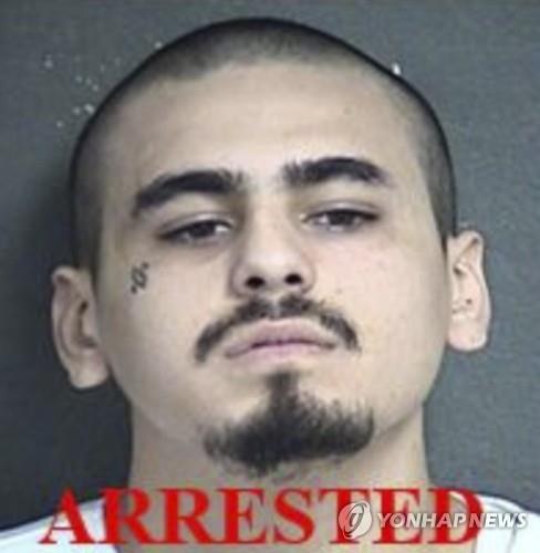 美캔자스주 술집 총격 용의자 1명 체포…나머지 1명 추적중