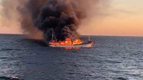 진도 해상서 39t 어선 화재…12명 구조