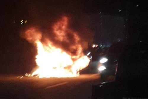 인천 옥련동 도로 달리던 승용차서 불…560만원 피해