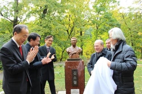 """시인 김소월 흉상 우크라 국립대에 건립…""""문화교류 증진 계기"""""""