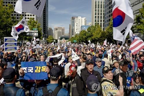 """한국당, 曺 사퇴에도 """"대통령의 문제"""" 대여강공…'장기전' 포석"""
