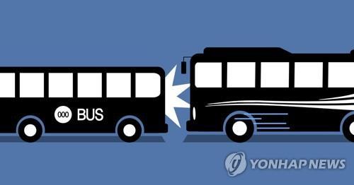 운전중 유튜브 보는 버스 기사…승객은 벌벌, 처벌은 솜방망이