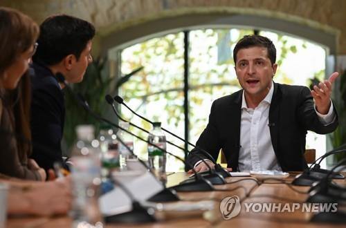 """우크라 대통령, 12시간 넘게 기자회견…""""세계 신기록"""""""