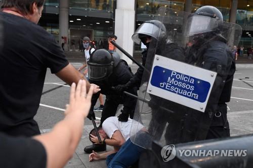 스페인, 카탈루냐지도부에 최고 13년형 선고…시위 격렬(종합)