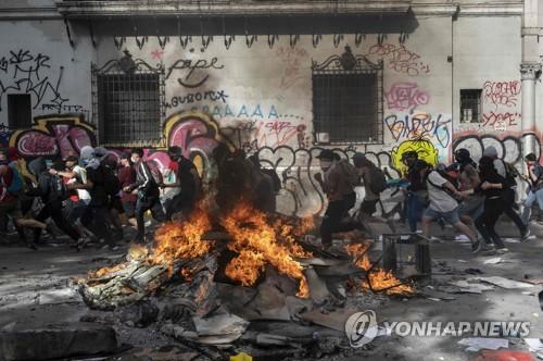 성난 민심에 고개 숙인 칠레 대통령…연금·임금 개선안 등 제시